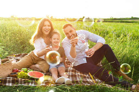 lovely-family-playing-together-on-a-picnic-in-mead-8WKQTZY